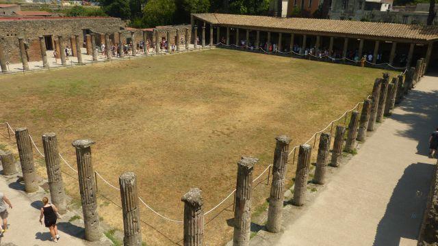 Pompeje - Quadriportico dei Teatri
