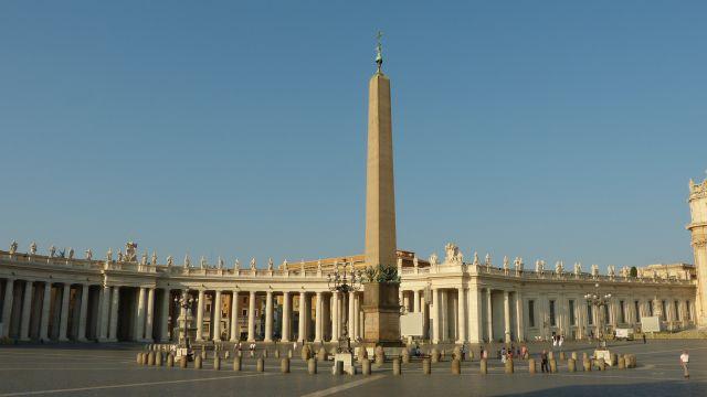 Svatopetrské náměstí - obelisk
