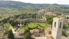 San Gimignano -  pohled na Rocca di Montestaffoli