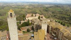 San Gimignano - výhled na Piazza della Cisterna