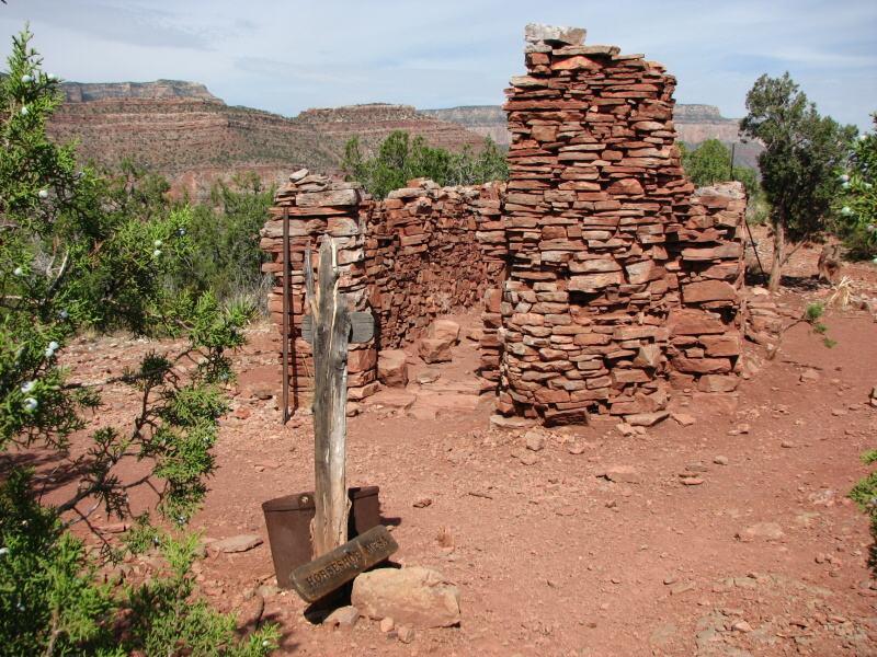 Pozůstatky hornických obydlí