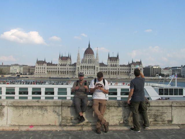 Pred Parlamentem