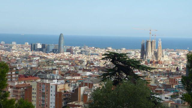 Barcelona - výhled z parku Güell k moři