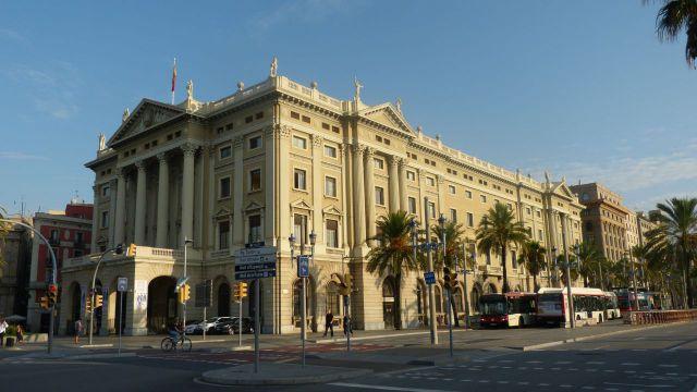 Barcelona - budova u přístavu