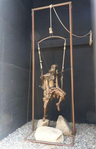 Art In Andorra - visící muž