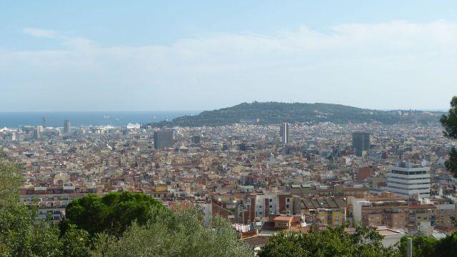 Barcelona - výhled z parku Güell na Montjuic