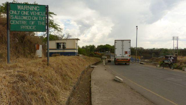 Victoria Falls - most přes Zambezi