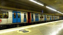 Metro - vlak na nástupišti