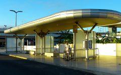 Autobusová zastávka u letiště v Lisabonu