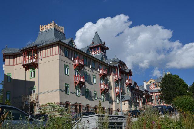 13 08 02 17.02.46 Jeden z mála pěkně vypadajících hotelů ve Štrbském Plese