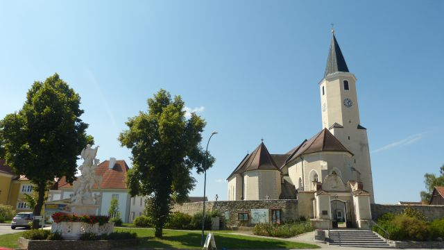 Langau - kostel a sv. Jan Nepomucký