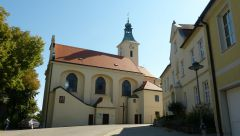 Drasenhofen - kostel a fara