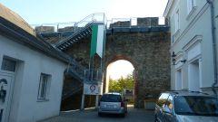 Eggenburg - přístup na vyhlídkovou lávku na hradbách