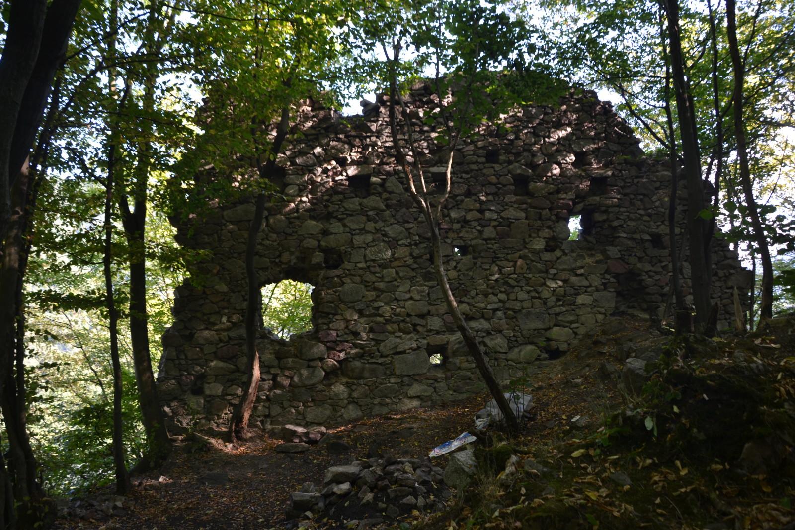 13 08 05 17.04.15 Starý hrad nad Strečnem
