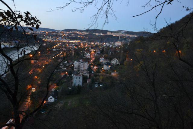 13 11 09 16.50.13 Podvečerní výhled z hradu Střekov