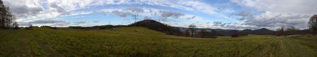 13 11 09 13.09.58  panorama nad Podlešínem - vlevo vykukuje Milešovka, vpravo údolí Labe