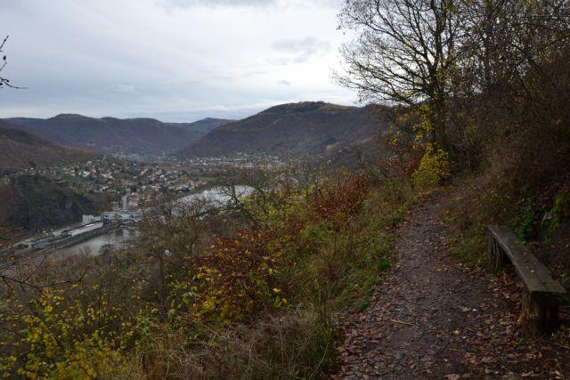 13 11 09 10.12.34 Výhledy ze zelené turistické značky na řeku Labe