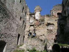 04 08 04 15.33.34 Hrad Likava   stěny Z nádvoří horního hradu