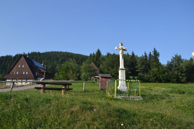 13 07 29 18.33.34 Křížek u vyhlídkové věže ve Velkém Borovém