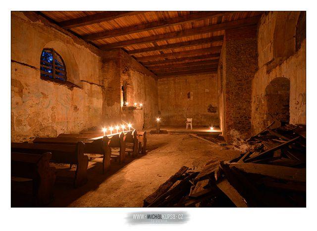10. Večerní svíčkový interiér
