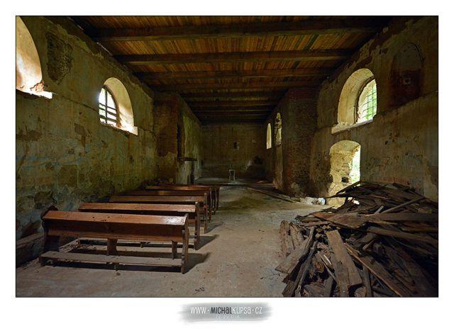 01. Interiér kostela Sv. Jiří v Pelhřimovech
