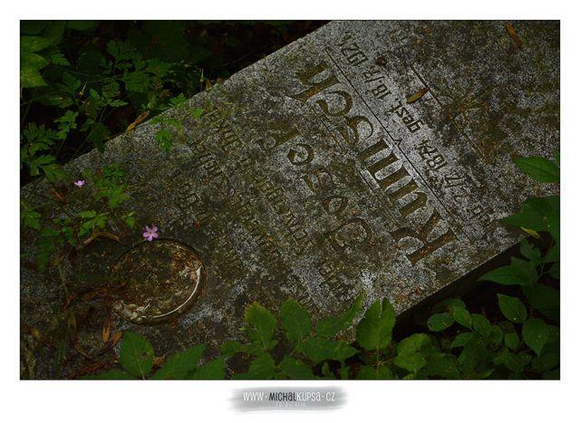 06. Další z náhrobků ....