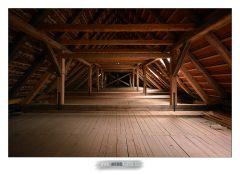 08. Půda kostela a nové střešní trámy