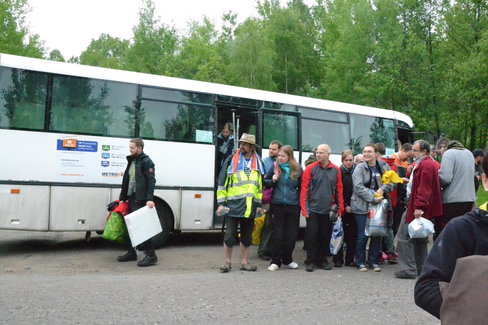13 05 25 09.49.52 Při přejezdu autobusem na start