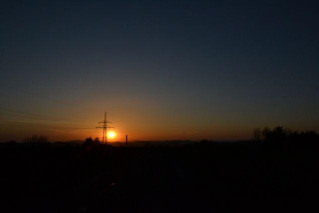 12 04 28 20.00.24 Západ slunce pod Zvičinou