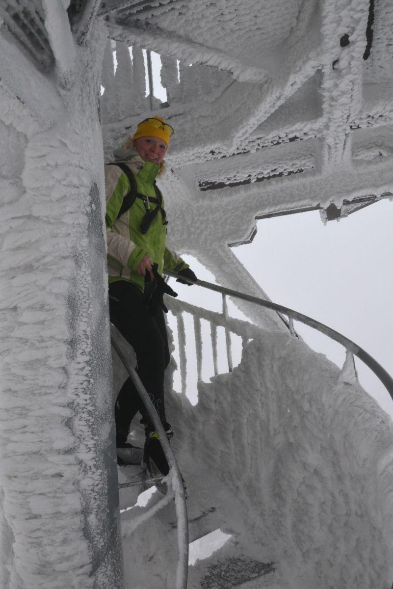 12 02 18 16.24.25 Lindik při scházení Z rozhledny Na Anenském vrchu