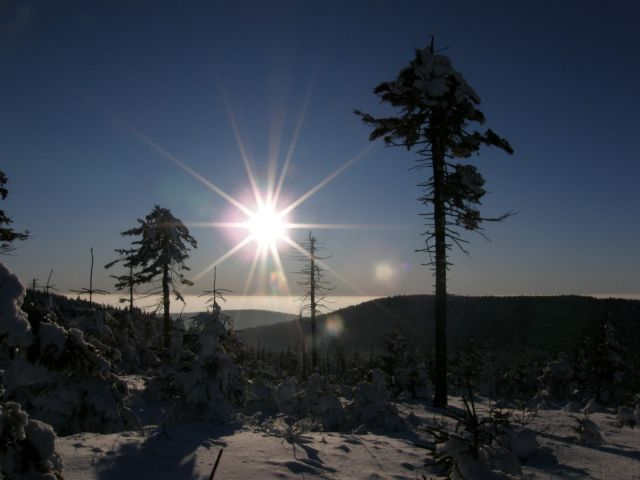 09 01 11 15.05.40 Pohled Z hřebenů Orlických Na západ proti slunci