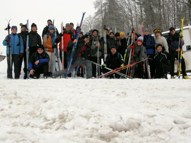 10 02 13 09.40.23 Hromadná fotka účastníků eventu Bílou stopou Na začátku trasy