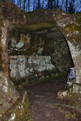 13 12 22 15.49.25 Vnitřek jeskyně Betléma před úklidem