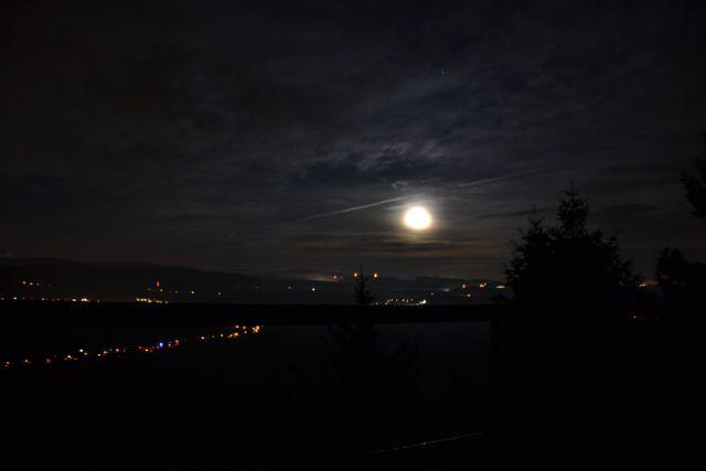 13 12 23 23.05.49 Měsíc nad Broumovem ze Supího Koše
