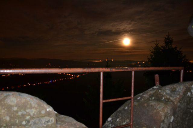 13 12 23 23.09.41 Měsíc nad Broumovem ze Supího Koše